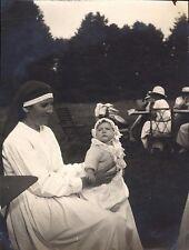 Snapshot septembre 1922 religieuse bébé sage-femme photo Saint-Clair Etretat