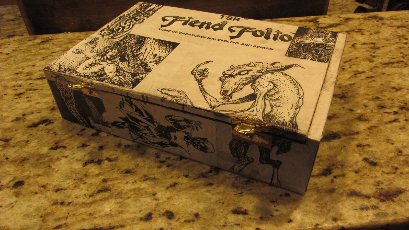 Dungeons and drakes AD &D -tärning låda handgjord Fiend Folio, första upplagan fidge