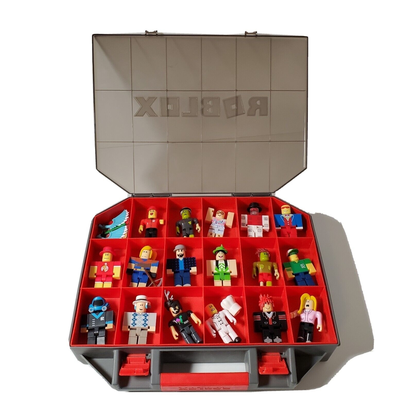 17 Roblox Characters With Case