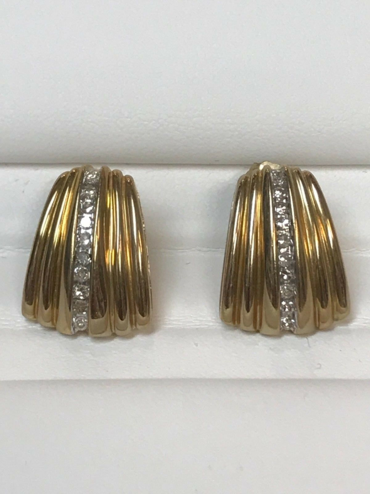 10 Kt Yellow gold Earing With Diamond