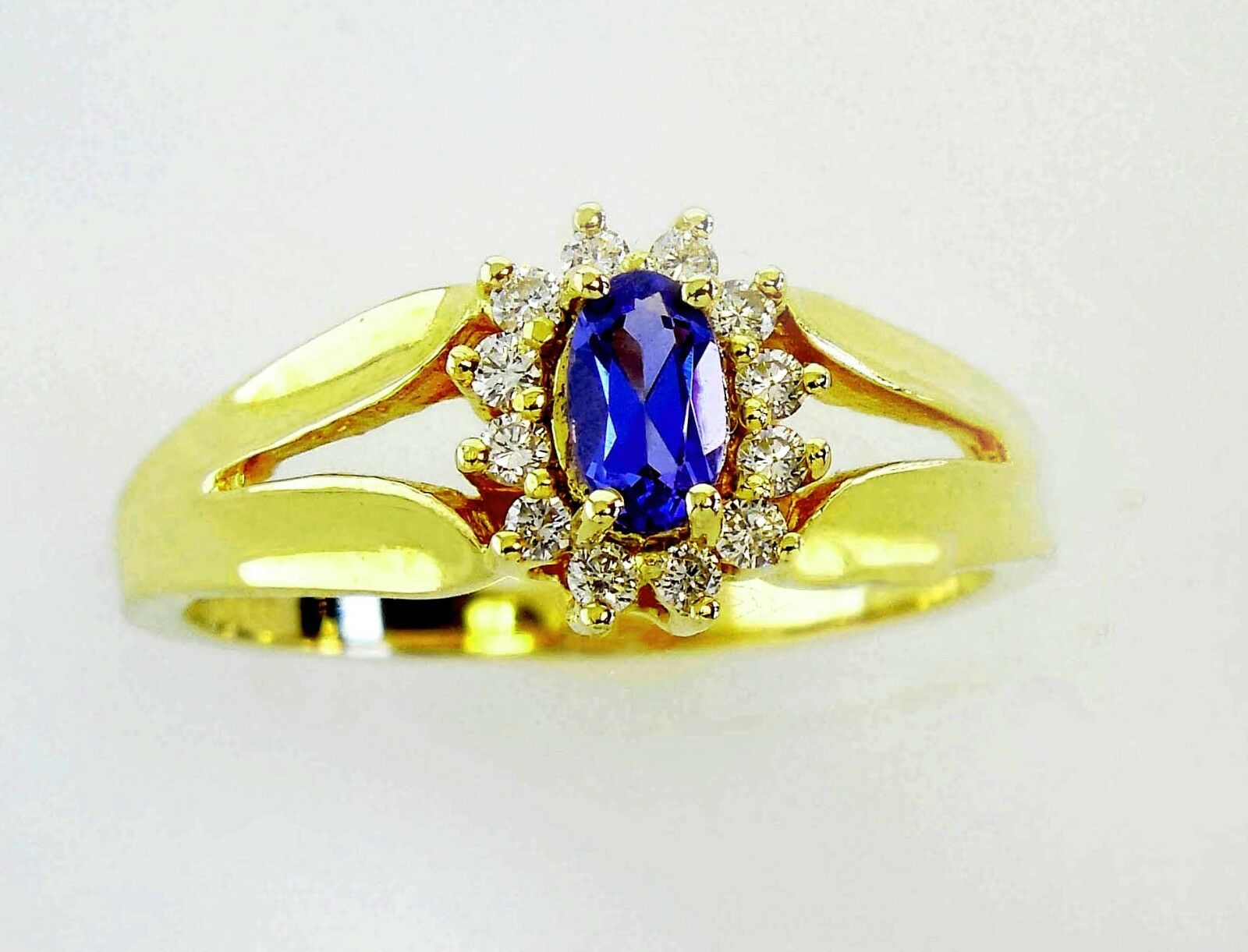 14KT YELLOW gold DAZZLING TANZANITE AND DIAMONDS LADIES RING (10696R)