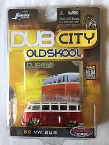 Jada-Dub-City-Old-Skool-1962-Volkswagen-62-VW-Bus-Candy-Apple-Red-Diecast-1-64