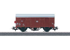 Maerklin-H0-4411-Gedeckter-Gueterwagen-der-DB-034-mit-Schlusslaterne-034-NEU-OVP
