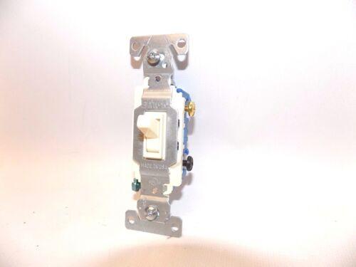 1X Nouveau Cooper Eaton 1303-7 A Électrique Interrupteur De Lumière 3-Way Amande Toggle 15 A 120 V