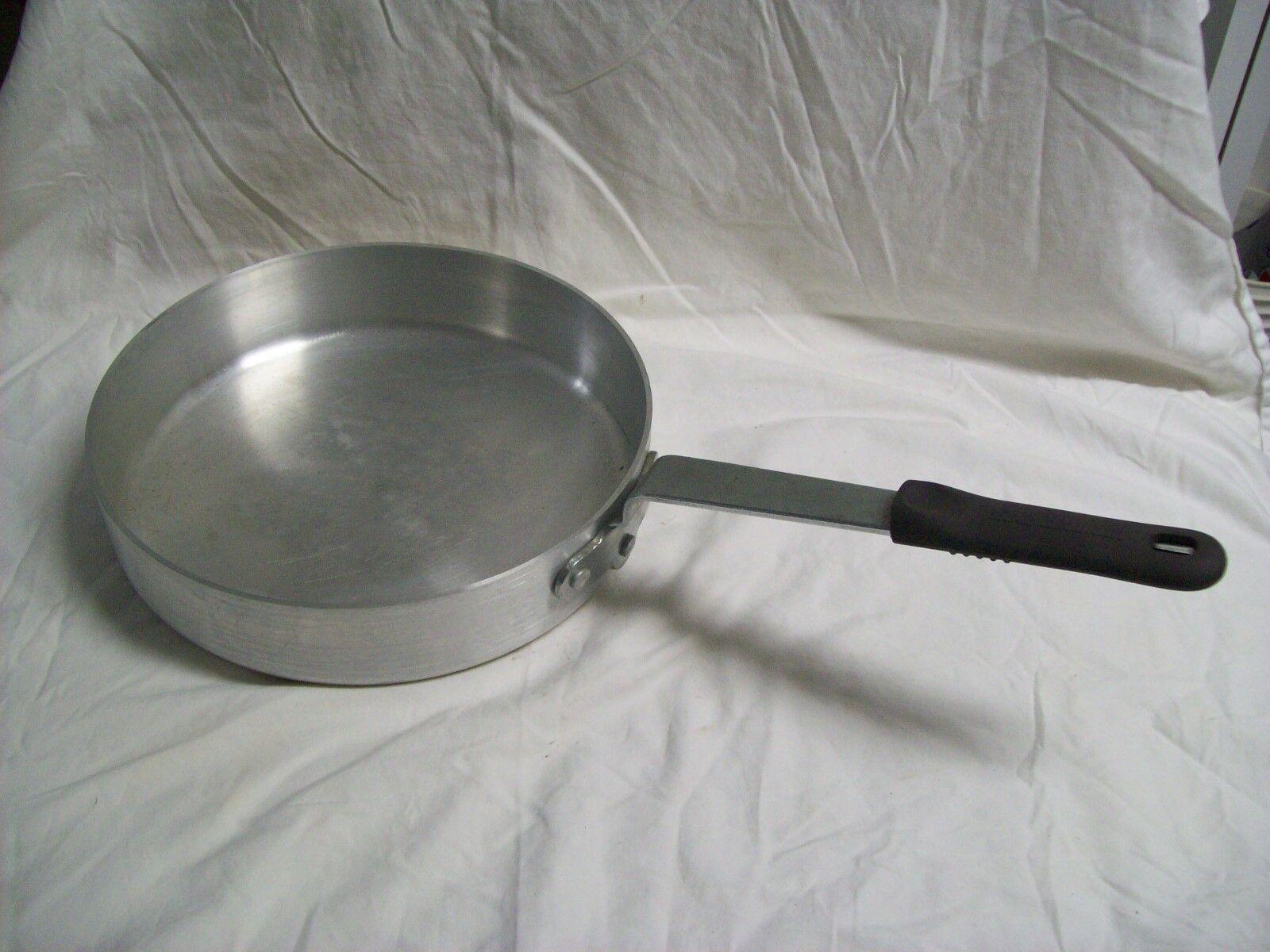 Eagleware Heavy Duty Aluminum 12  Saute Pan avec poignée en caoutchouc poignée EW-P5