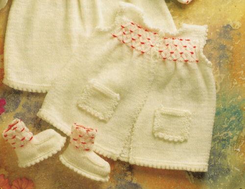 """Vestido 22 Pulgadas ~ a tejer Dk Beret /& Lindo bootees 16 /"""" Baby SMOCKED Chaleco"""