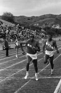 OLD-LARGE-PHOTO-USA-athletics-great-1968-Mexico-Olympic-Gold-Tommie-Smith-23