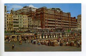 England-Brighton-Paddling-Pool-people-weird-smile-figurine-retro-clothing