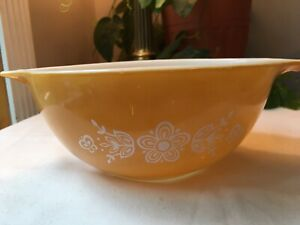 Vintage-Butterfly-Gold-White-Pyrex-442-1-5-Quart-Bowl-Cinderella-Bowl