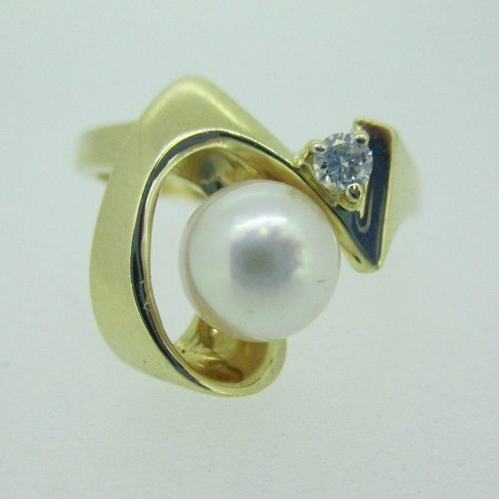 14k Yellow gold Pearl Ring with Diamond Accent Size 6 1 2