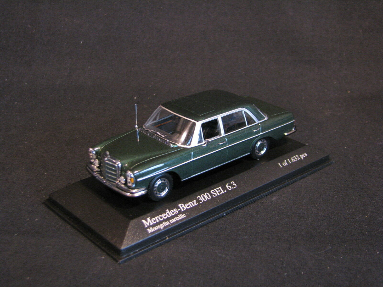 Minichamps Mercedes-Benz 300 SEL 6.3 1968 1 43 verde Metallic (JS)