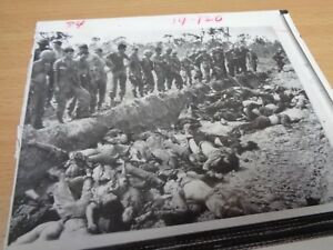 Details about VIETNAM WAR - ORIGINAL PRESS PHOTO - US SOLDIERS SURVEY ENEMY  CASUALTIES