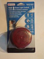 Utilitech 0037492 Dusk-to-dawn Light Control