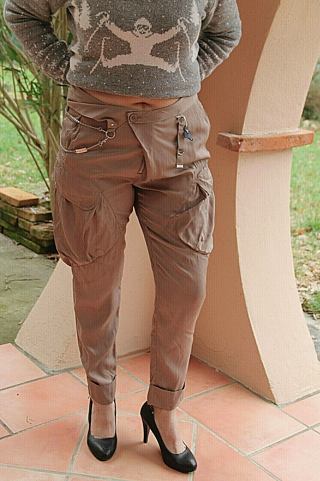 Trousers glossy taupe with chain HIGH USE size 42 fr W32 NEW LABEL