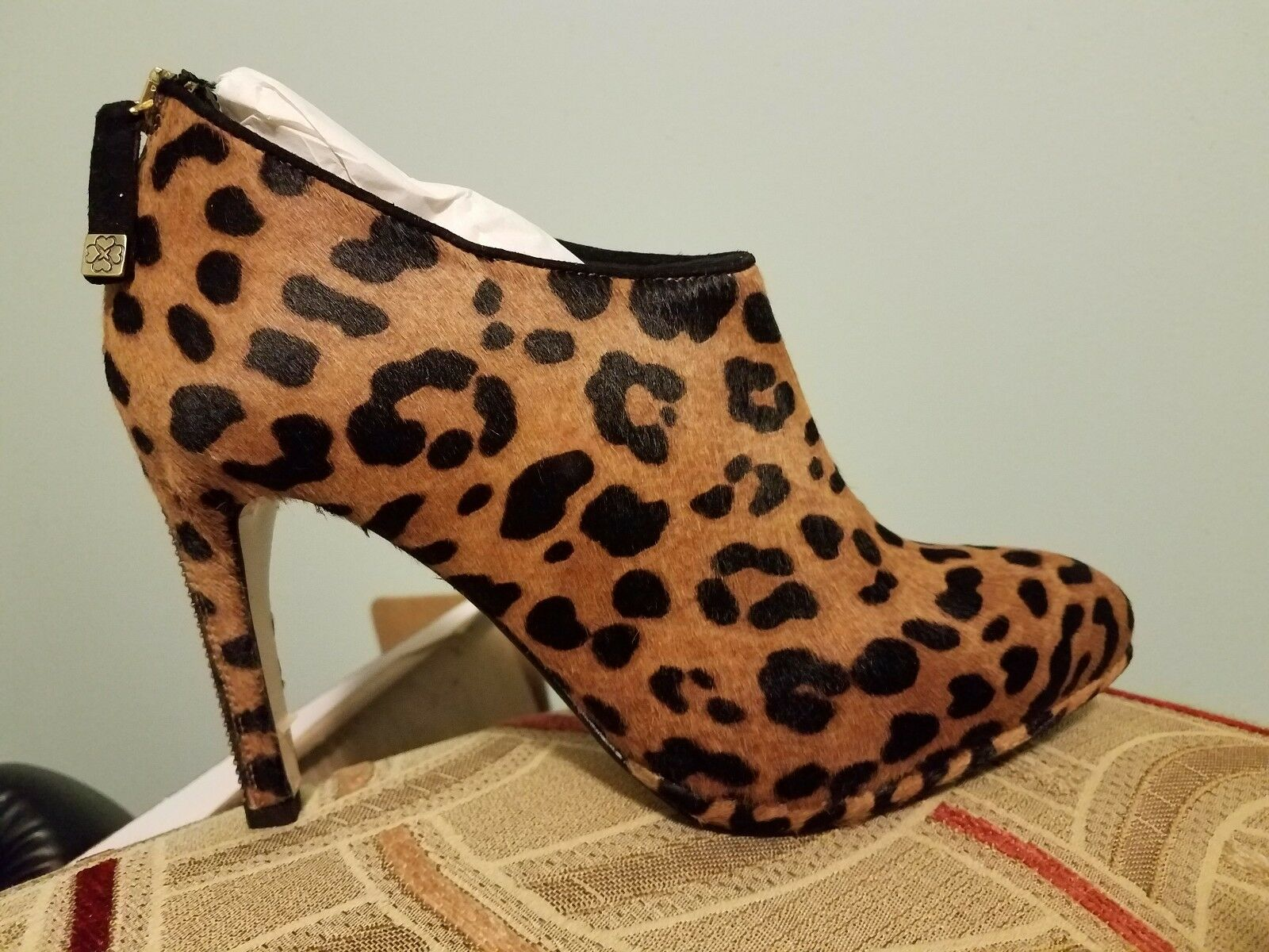 Ankle Boots size size size 7, very stylish, comfortable never been worn. ea6fe8