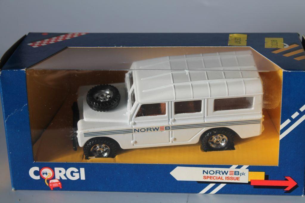 CORGI toys  Land rover Defender 110  Norweb plc  1 36  OVP  MINT