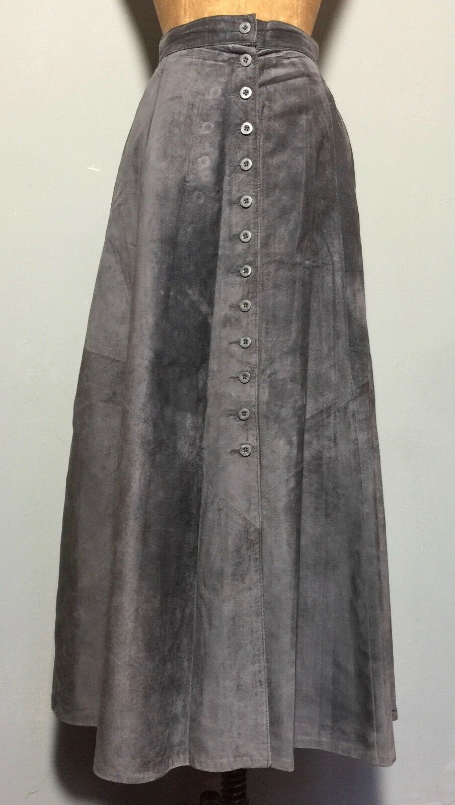 VINTAGE 1990s QUALITY 'DANIER' GREY SUEDE BUTTON FRONT SKIRT W 32