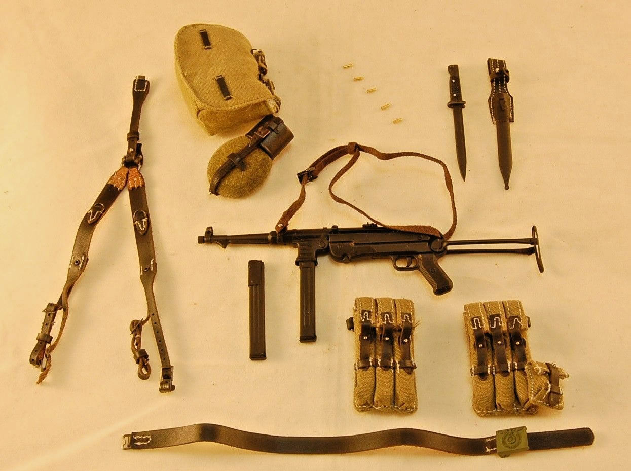 DiD Baldric WW2 German SS Panzer Gunner MP40 w  Pouches, Harness, Gear 1 6 Scale