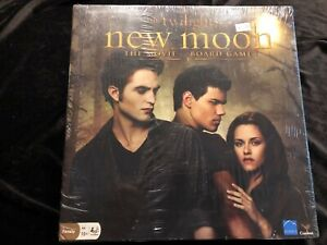 THE-TWILIGHT-SAGA-NEW-MOON-THE-MOVIE-BOARD-GAME-New-amp-Factory-Sealed-2009