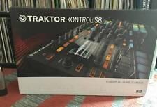 Native Instruments Traktor Kontrol S8 DJ Controller Bundle + Decksaver + 2 Vinyl