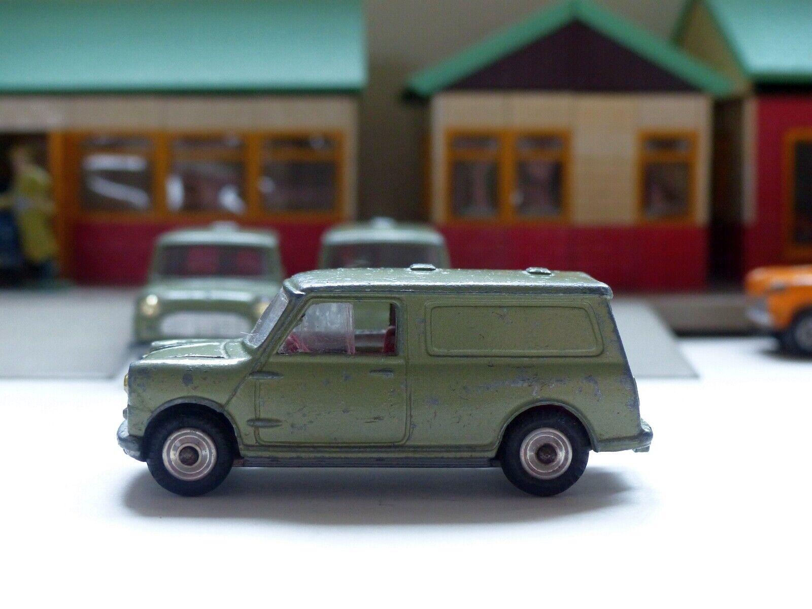 Corgi Toys 450 Mini Van with Silber grille