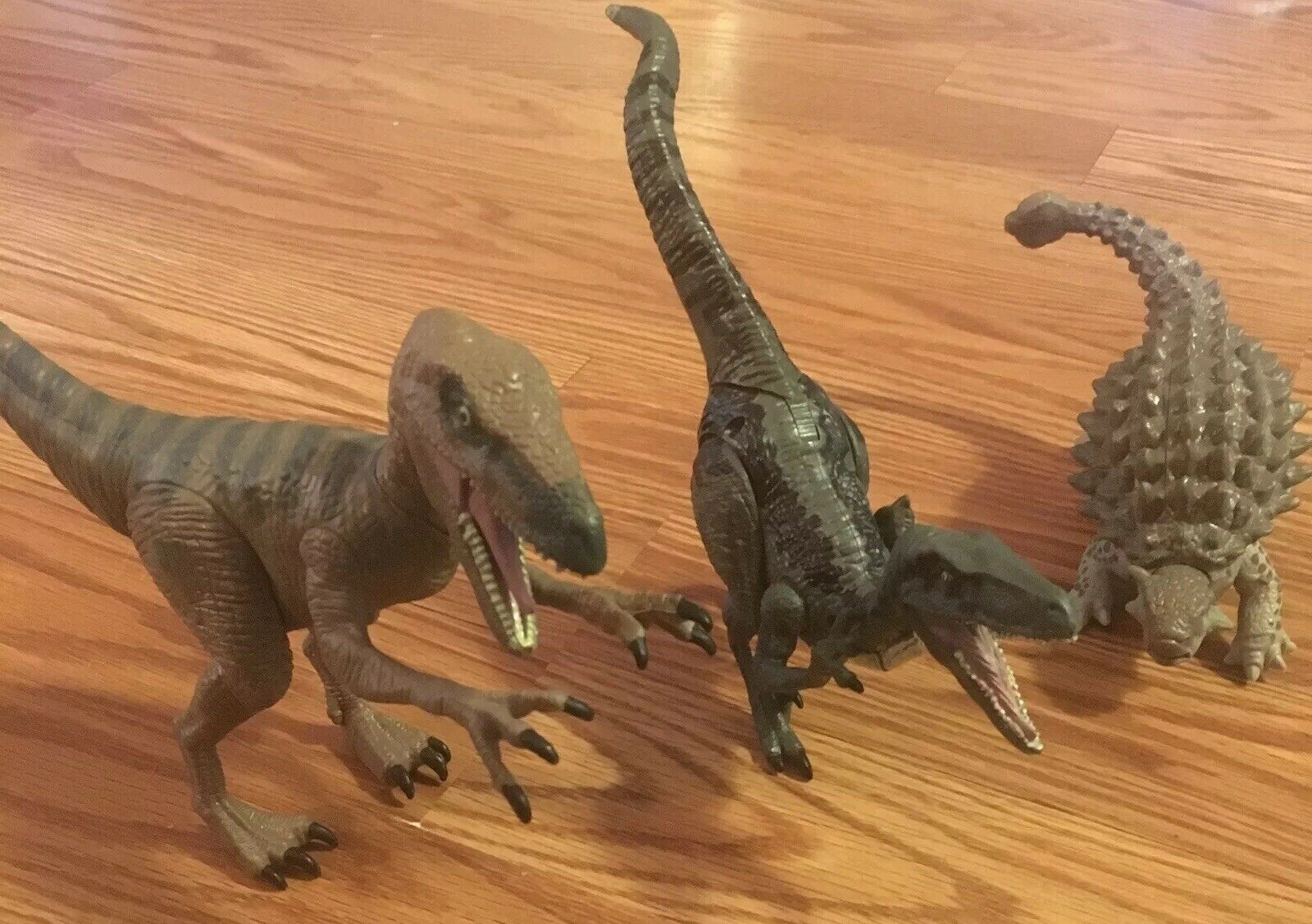 Jurassic World Lotto Velociraptor Charlie, Target Esclusivo Delta &  Ankylosaurus  in vendita