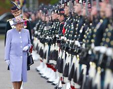Queen Elizabeth II 10 x 8 UNSIGNED photo - P1024