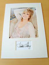 Linda Gray Genuine Autograph - UACC / AFTAL.