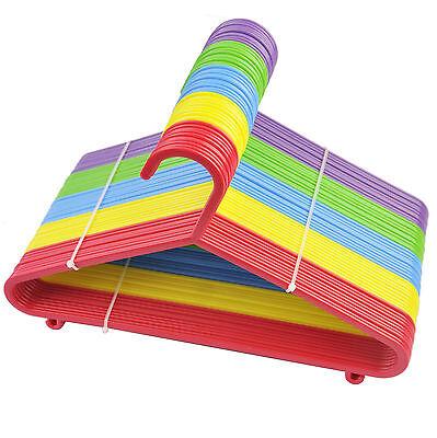 Nuovo 80 X Multi Colore Per Bambini In Plastica Appendiabiti Neonato Abbigliamento- Avere Sia La Qualità Della Tenacia Che La Durezza