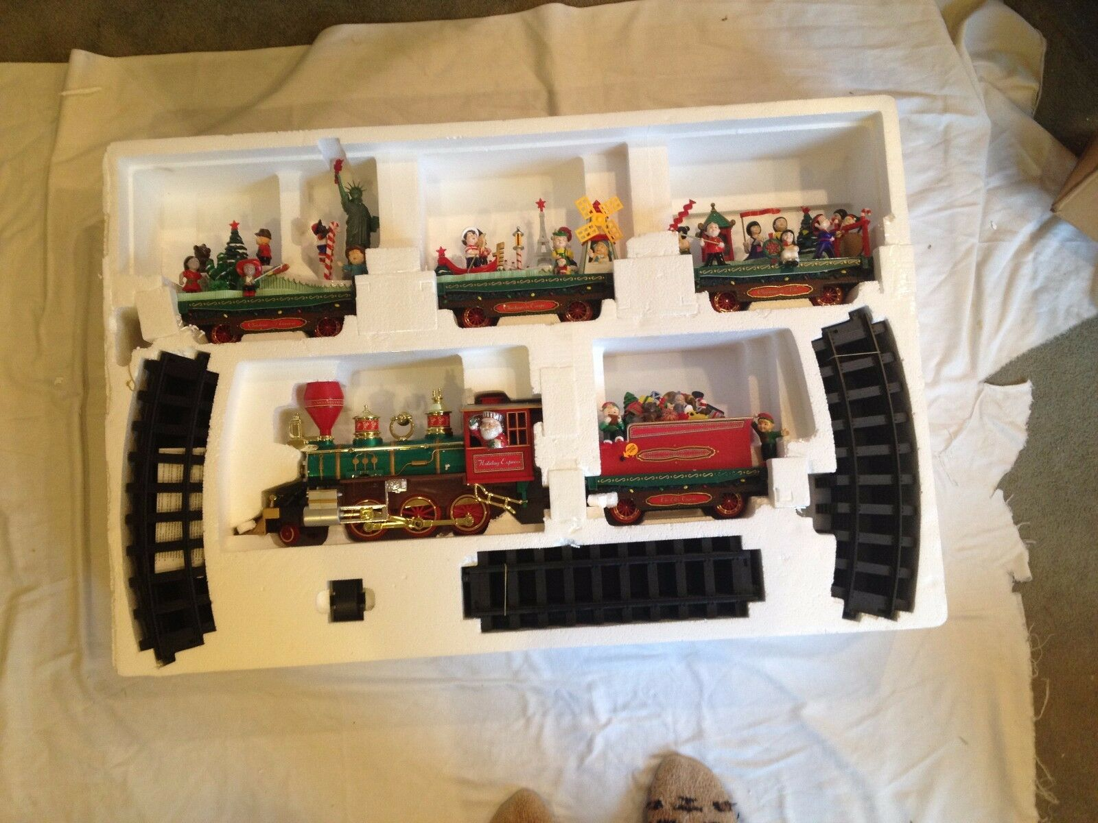 QVC T12548  Around the the the World Holiday Express Train  Brand New in Box   HTF c8d5f2