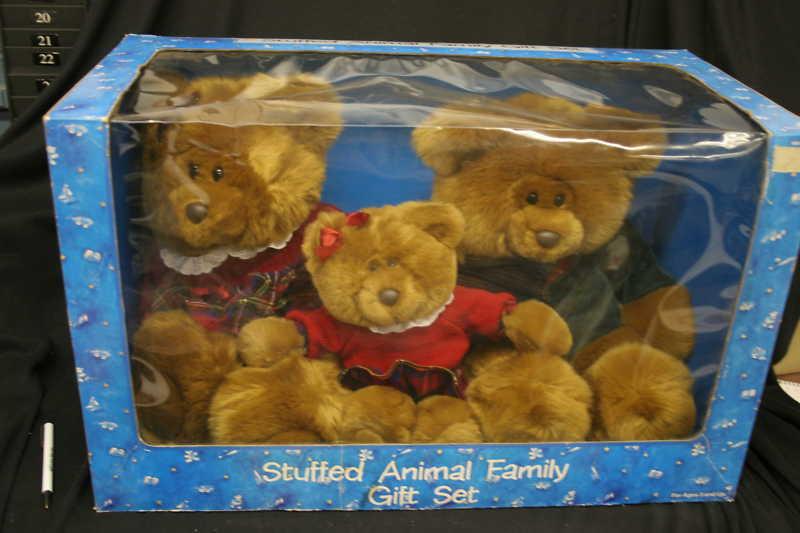En 1996, ton Hudson llenó un traje de regalo familiar para osos animaleses.