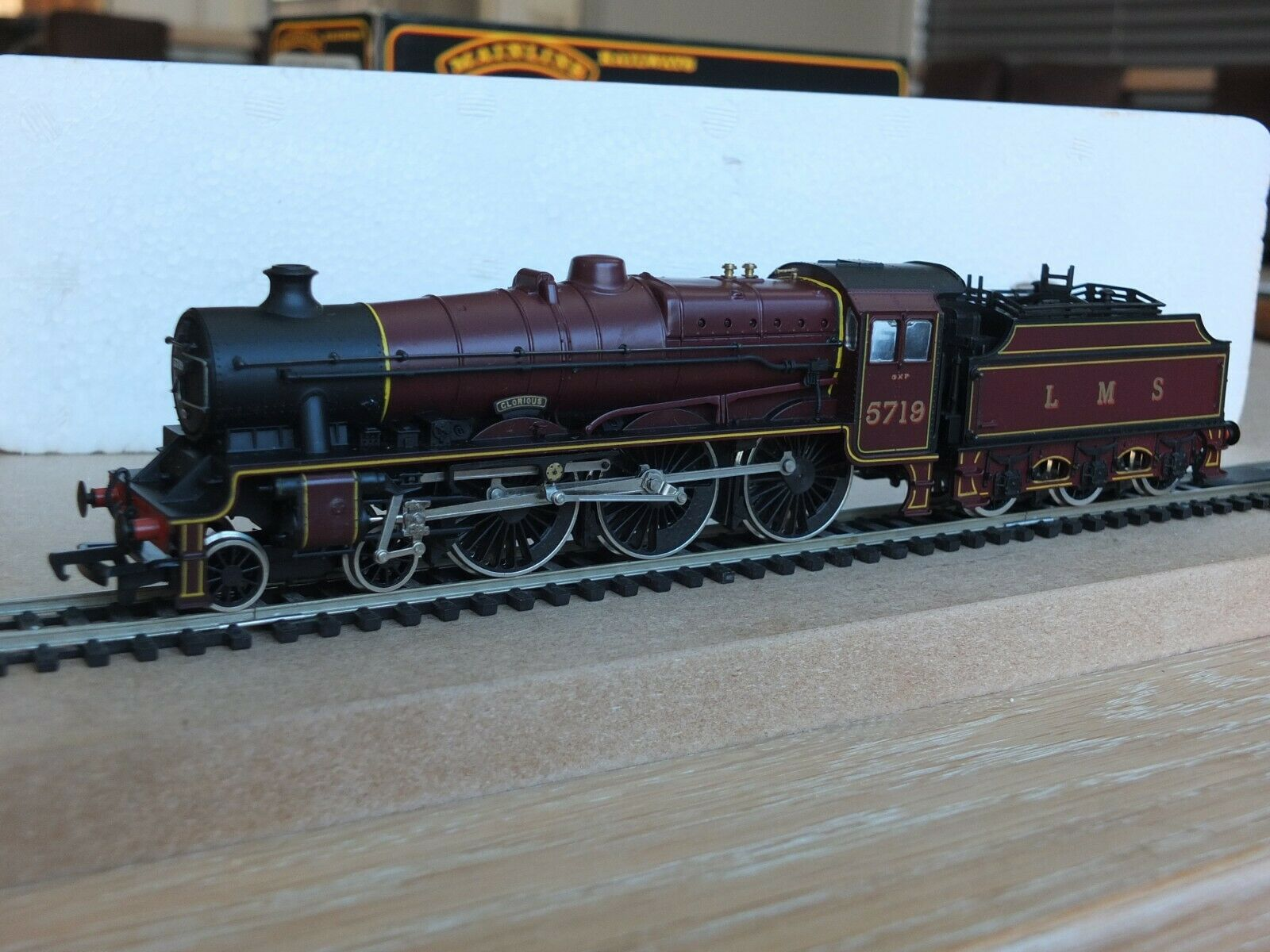 Mainline 37046 Glorious Jubilee classe Locomotive 5719 & Tender  Mint & scatolaed B