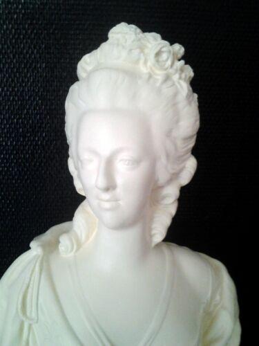 buste marie Antoinette en staff(plâtre armé)H54cm couleur ivoire .Reine louisXVI