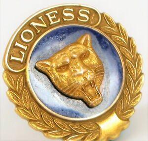 VINTAGE-GOLD-TONE-LIONS-CLUB-LIONESS-BLUE-ENAMEL-LION-PIN-BROOCH-AWARD-CAT
