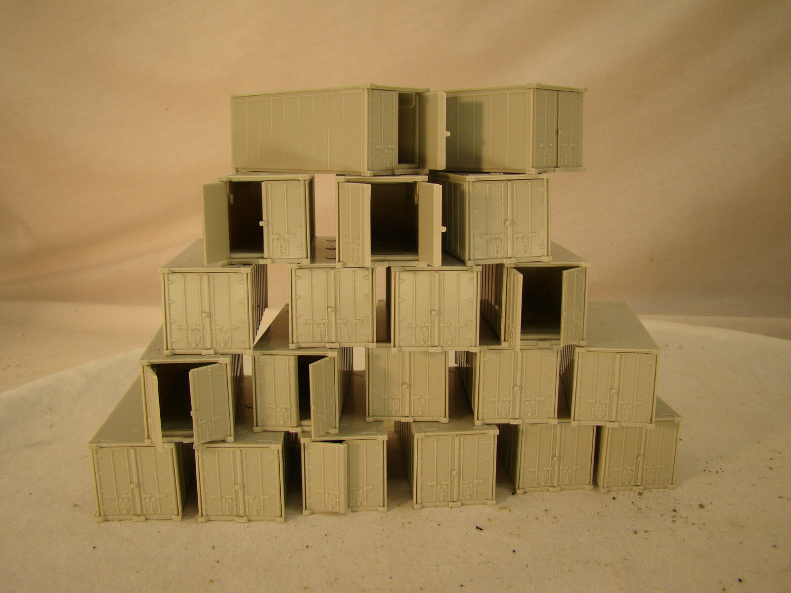 20  Containers for storage or loading dioramas - HO - lot 20