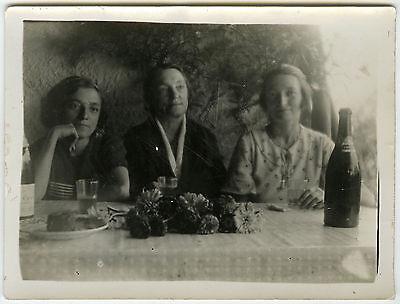 PHOTO ANCIENNE - FEMME FLEUR APÉRITIF ALCOOL - WOMAN WINE - Vintage Snapshot