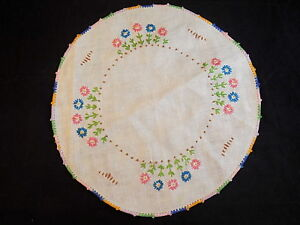 Large-LINEN-DOILY-FLORAL-EMBROIDERED-WHITE-ROUND-W-Multi-Colored-Edge-11-5-034