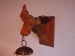 antikes Türglockenspiel mit handgeschnitztem Zwerg