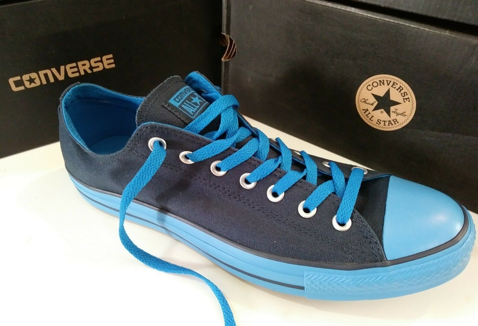 Converse CT ox men's shoes Size 11.5 Gorgeous bluee and Navy