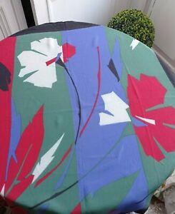 Foulard vintage en crêpe de soie Jacques Fath Fleurs stylisées