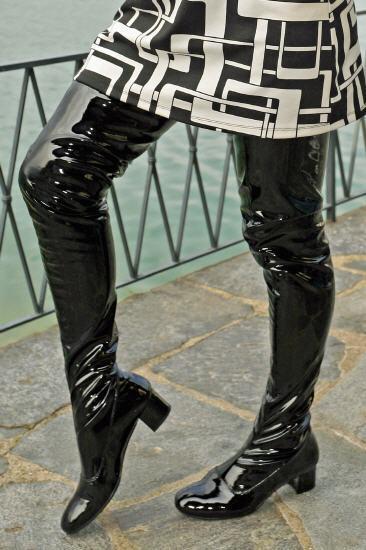 Grandes zapatos con descuento Crotch boots extra langer Overknee Lackstiefel im Stil der 60er Jahre Gr. 41
