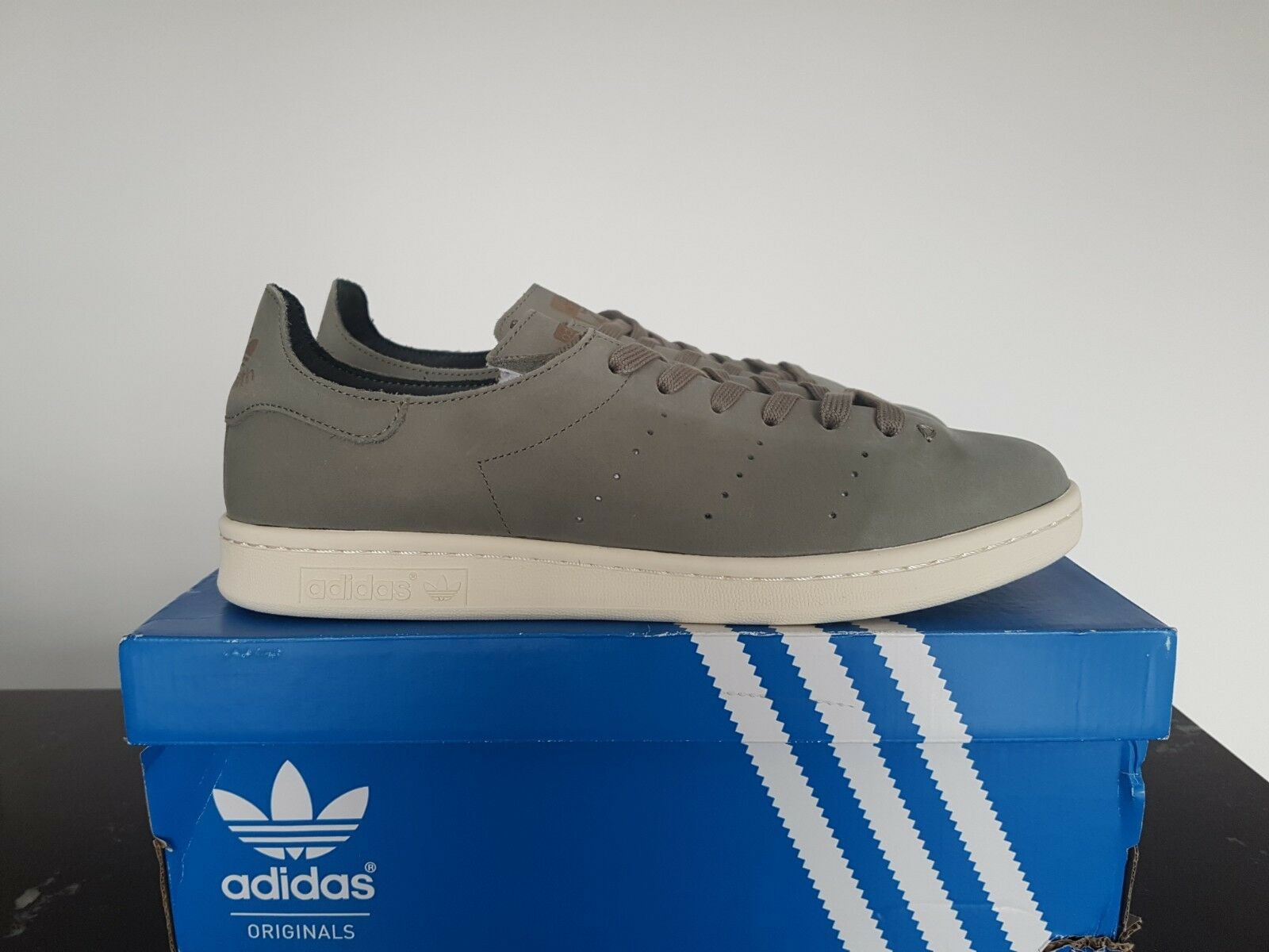 NEW IN THE BOX ADIDAS STAN SMITH LEA SOCK BB0007 TRACAR TRACAR SHOES FOR MEN