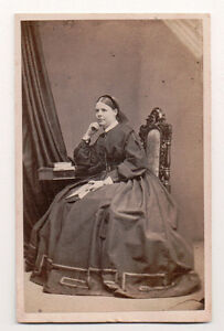 Vintage-CDV-Miss-Selby-English-Noble-Humphries-amp-Whaite-Photo-Cheltenham