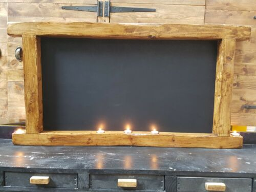 Le Dinard a rustic eye-catching and unique blackboard with tea lights.