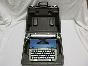 Vintage-Smith-Corona-Classic-12-Blue-Portable-Manual-Typewriter-with-Case