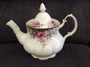 Royal-Albert-Autumn-Roses-Tea-Set