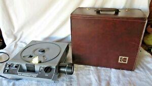 KODAK-EKTAGRAPHIC-III-A-SLIDE-PROJECTOR-Remote-Zoom-Lens-w-Case-2
