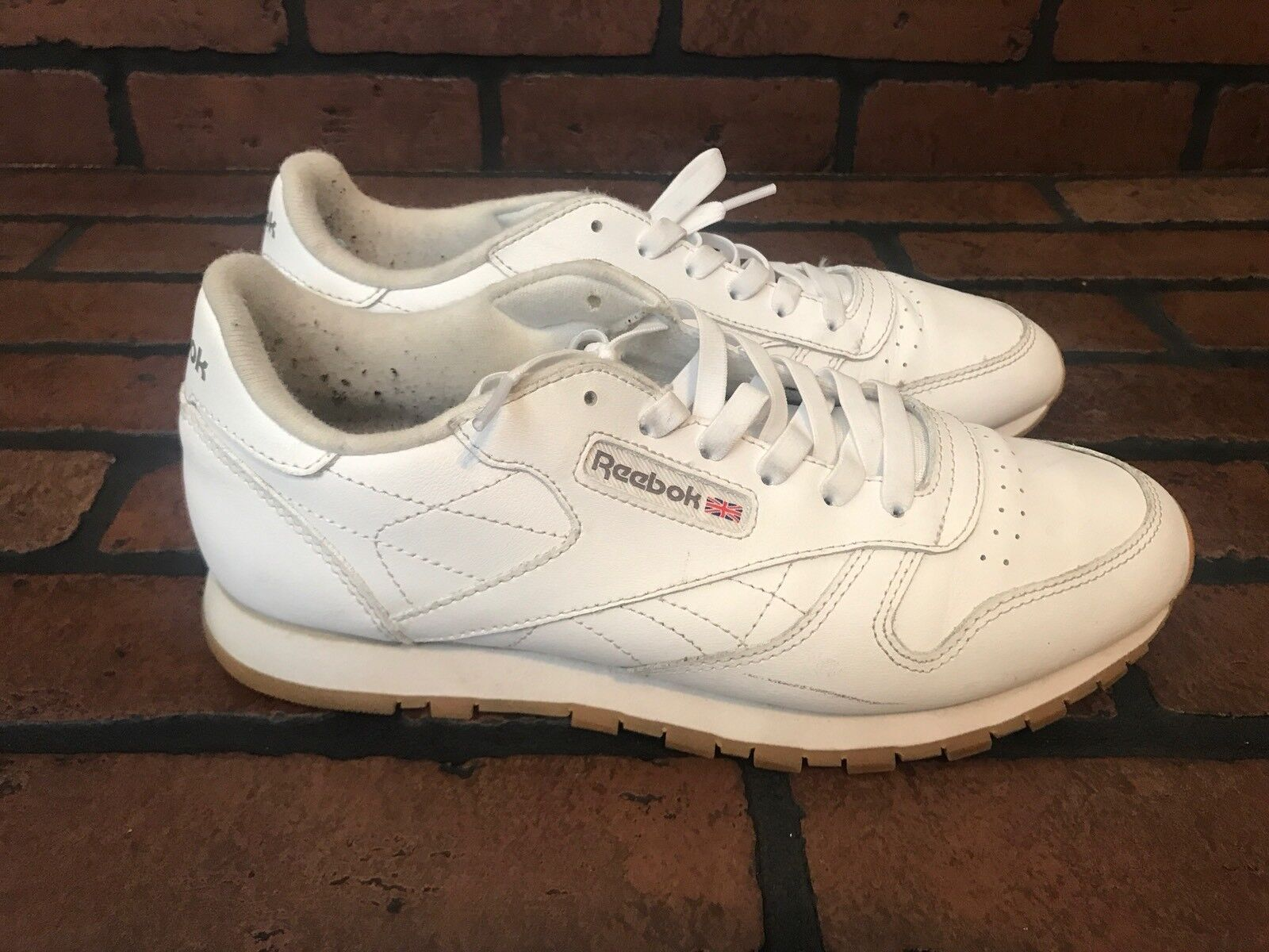 Reebok Retro Sneakers White Leather Woth Gum Soles Size 7