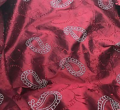 "Cranberry Red Jacquard Check 18/""x27/"" fat 1//4 remnant Silk Taffeta Fabric"
