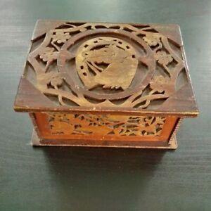 Rare-boite-de-jeu-turfiste-better-box-decor-de-cheval-et-fer-a-cheval-annees-50